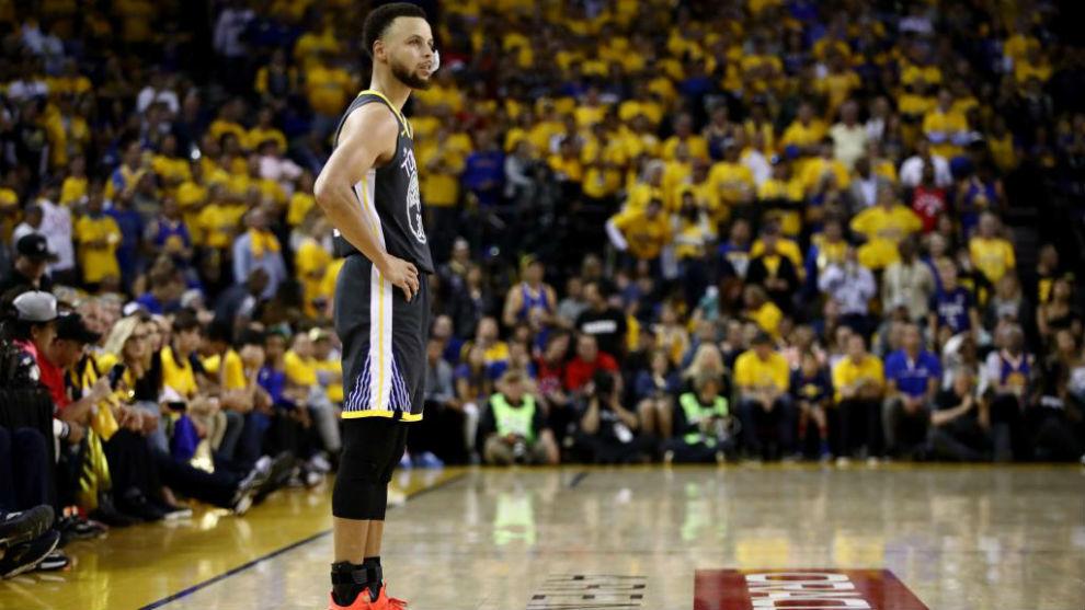Cury lamentando la derrota ante Toronto en la final de la NBA.