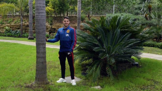 Manu Vallejo posa para MARCA en la concentración de la selección sub...