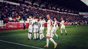 Los jugadores del Albacete celebran un gol en el estadio Carlos...