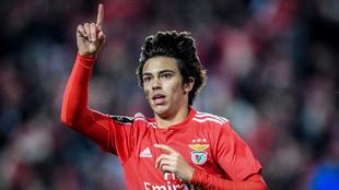 Joao Félix (19).