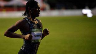 Caster Semenya durante los 2.000 metros de la reunión de Montreuil.