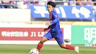 Takefusa Kubo durante un partido con el Tokyo FC