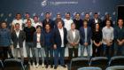 La nueva promoción de entrenadores titulados por la RFEF posa tras...