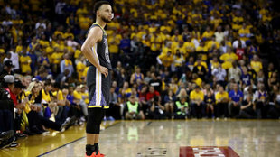 Curry falló el último tiro de los Warriors