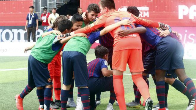 Piña del Barça antes de comenzar el torneo.