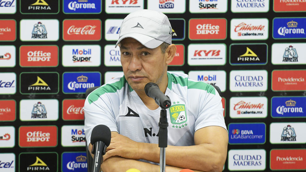Ignacio Ambriz en conferencia de prensa