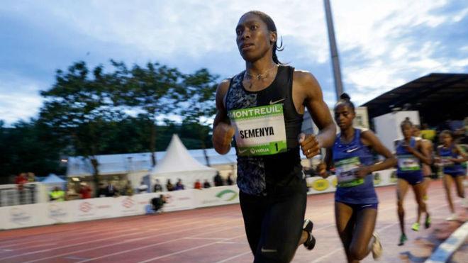 Caster Semenya, durante los 2.000 metros de la reunión de Montreuil.