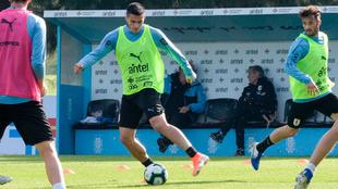 Maxi Gómez, en un entrenamiento con la selección de Uruguay previo a...