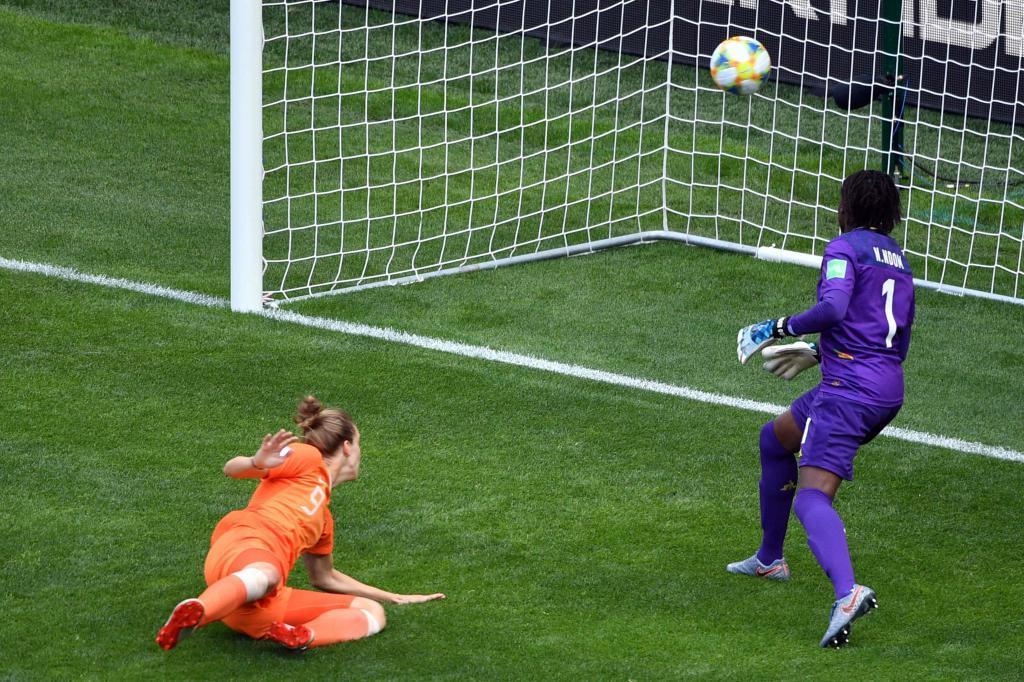 Holanda 3-1 Camerún: Más Miedema para más Holanda