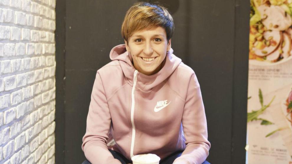 Marta Corredera posa para MARCA en una cafetería de Le Havre.