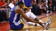Kevin Durant, instantes después de sufrir su grave lesión en el...