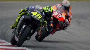 Márquez, tras Rossi, en Montmeló.