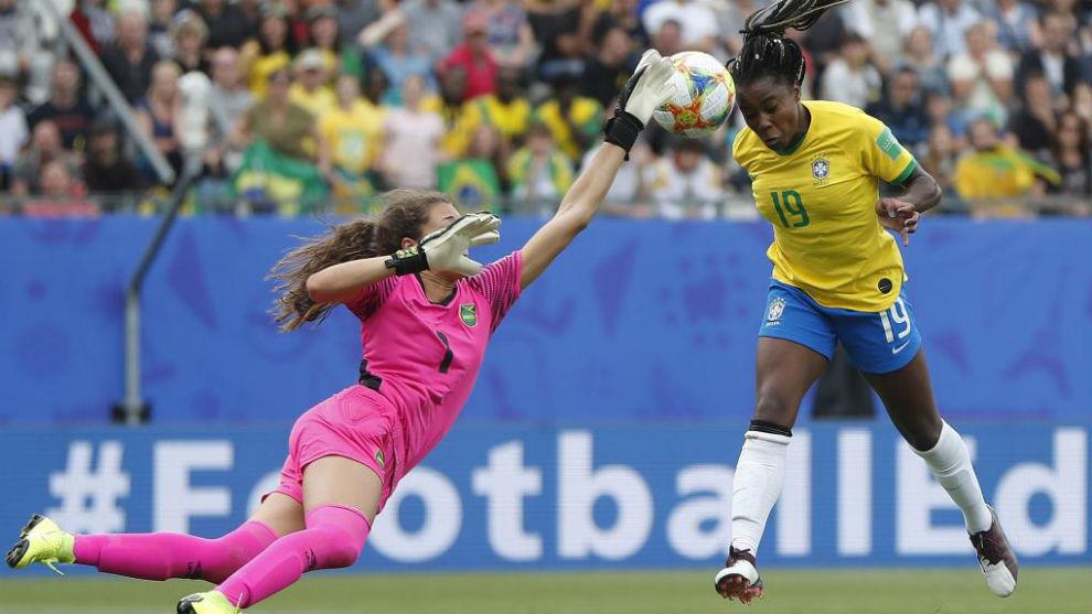 Ludmila da Silva durante un partido en el Mundial de Francia.