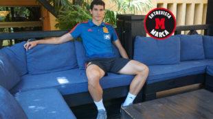 Jesús Vallejo posa para MARCA en el hotel de concentración de la...