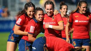 Las jugadoras de la selección española celebran el triunfo