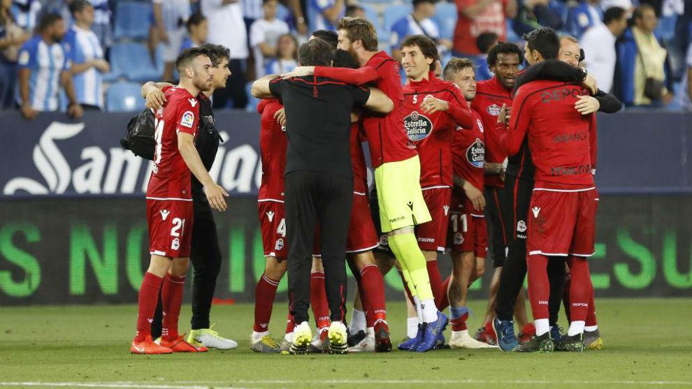 Los jugadores del Deportivo celebran su victoria.