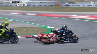 Lorenzo cae y se lleva consigo a Dovi, Viñales y Rossi.