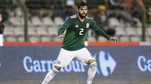 Araújo, en un partido con México.