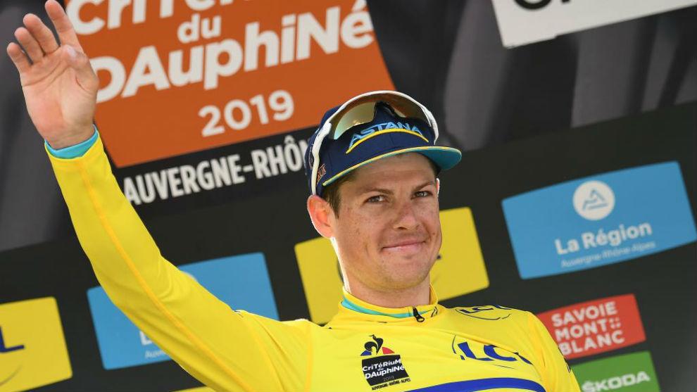 Fuglsang celebra en el podio su triunfo en la general del Dauphiné.