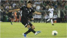 Ra�l Jim�nez, con la selecci�n mexicana ante Cuba en la Copa Oro.