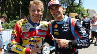 El ganador del rally, Dani Sordo, junto al pupilo de la federación.