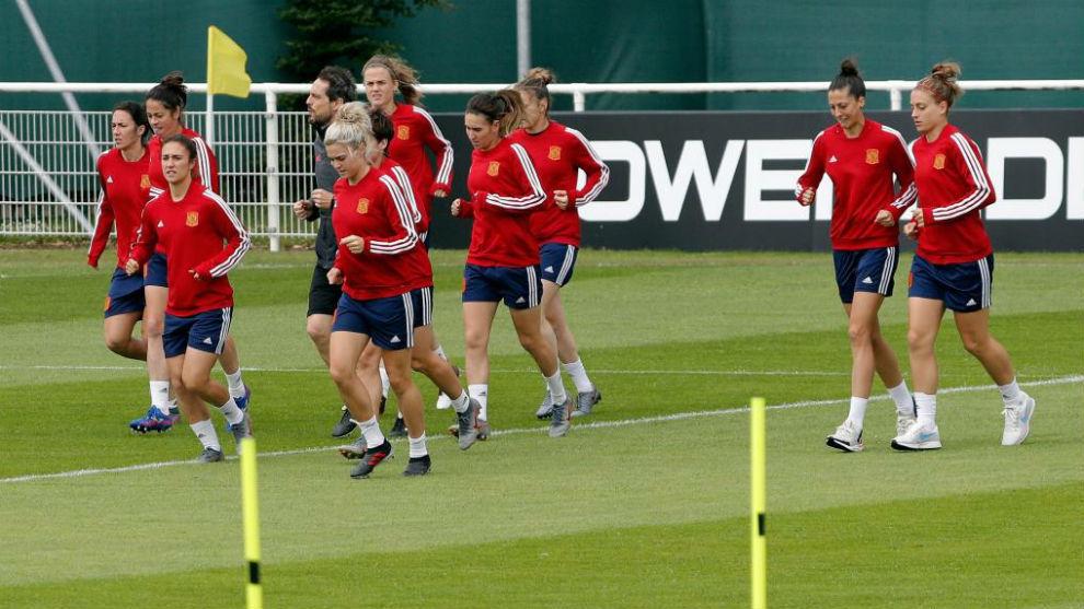 La selección española realiza un entrenamiento en Le Havre.