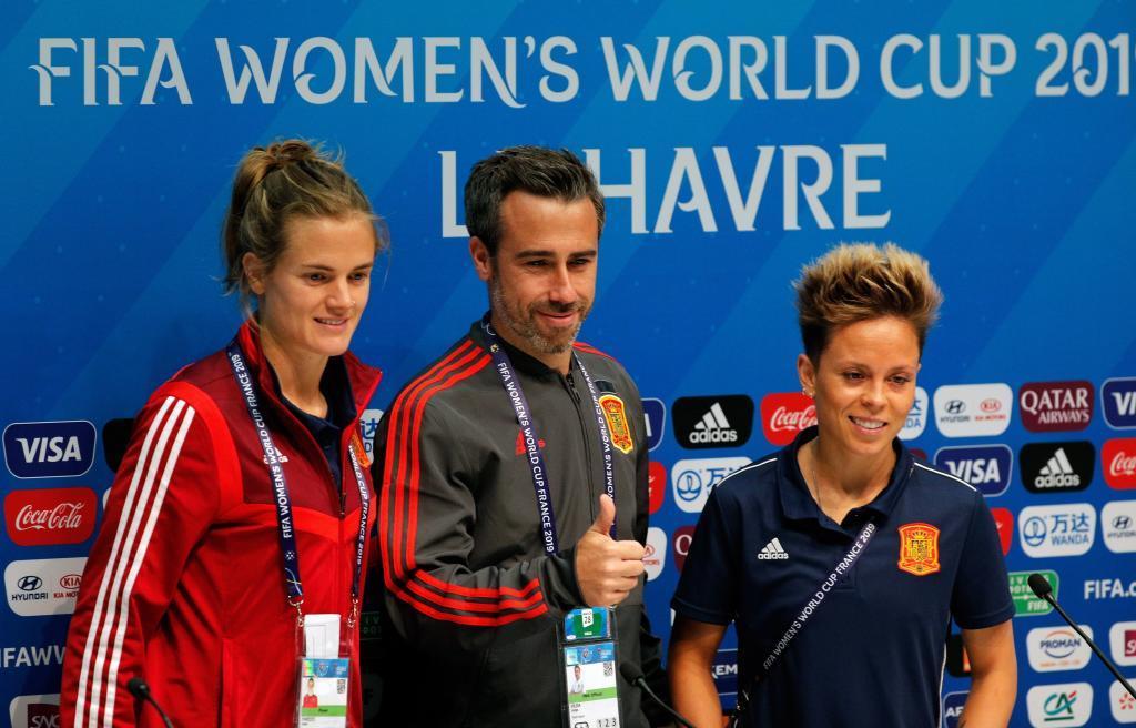 Irene Paredes, Jorge Vilda y Amanda Sampedro en la rueda de prensa...