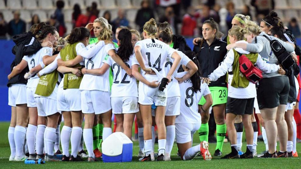 El equipo de Nueva Zelanda hace piña antes de un partido.