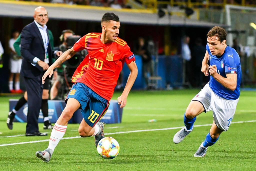 Bologna (Italy), 16/06/2019.- Dani Ceballos (C) of <HIT>Spain</HIT> in action against Federico Chiesa (R) of Italy during the UEFA European Under-21 Championship 2019 group A soccer match between Italy and <HIT>Spain</HIT> in Bologna, Italy, 16 June 2019. (Italia, España) EFE/EPA/ALESSIO MARINI