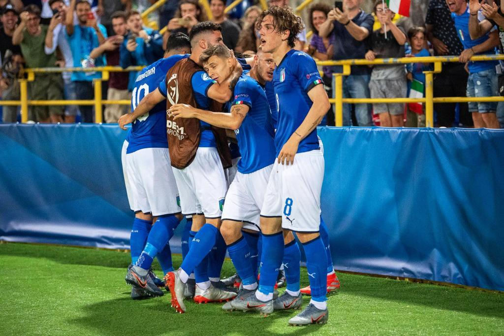 Bologna (Italy), 16/06/2019.- Players of Italy celebrate their 1-1 equalizer during the UEFA European Under-21 Championship 2019 group A soccer match between Italy and <HIT>Spain</HIT> in Bologna, Italy, 16 June 2019. (Italia, España) EFE/EPA/ALESSIO MARINI