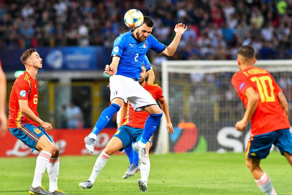 Bologna (Italy), 16/06/2019.- Arturo Calabresi (C) of Italy in action during the UEFA European Under-21 Championship 2019 group A soccer match between Italy and <HIT>Spain</HIT> in Bologna, Italy, 16 June 2019. (Italia, España) EFE/EPA/ALESSIO MARINI