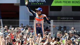 Márquez, celebrando la victoria en Montmeló