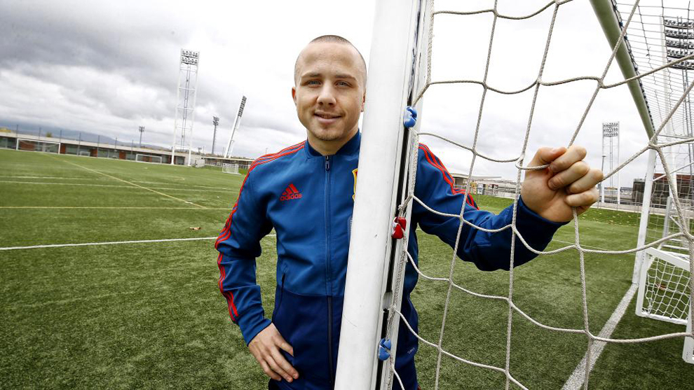 Angelino poses for MARCA.