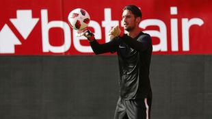 Sergio Rico, en un entrenamiento con el Sevilla.