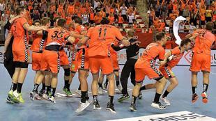 Los jugadores holandeses celebran la clasificación para el Europeo /