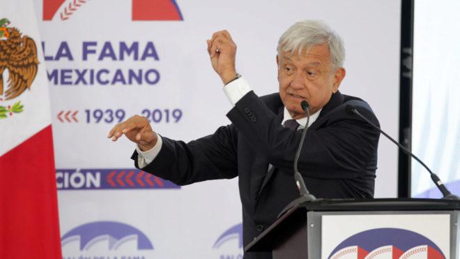 Andrés Manuel durante un evento.