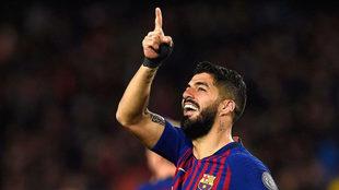 Luis Suárez celebra un gol contra el Liverpool en el Camp Nou