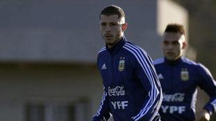 Guido Rodríguez, durante un entrenamiento de la Selección Argentina