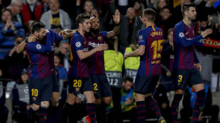 Los jugadores del Barça celebran un gol al Liverpool.