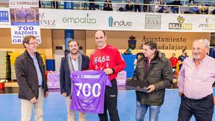 'Joseja' Hombrados es homenajeado por su 700 partidos en la...