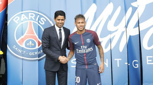 Al Khelaifi y Neymar, el día de la presentación del brasileño.