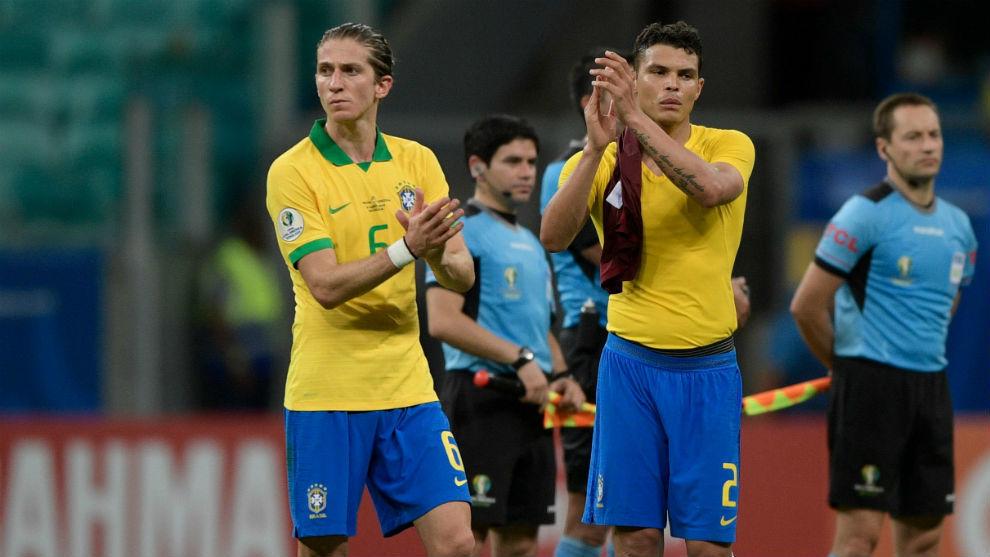Filipe Luis alongside Thiago Silva.