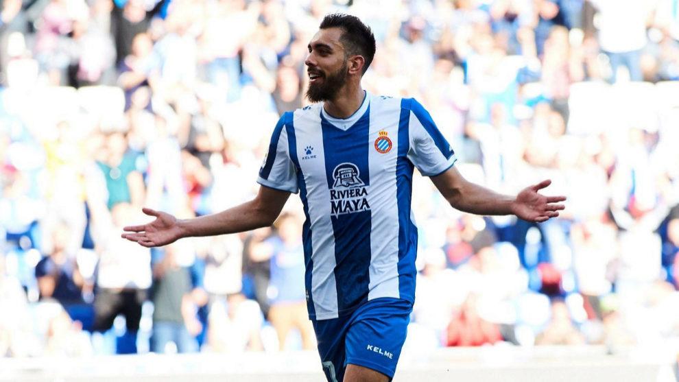 Borja Iglesias, en el punto de mira del Betis