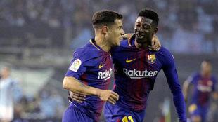 Philippe Coutinho y Ousmane Dembélé celebran un gol con el Barcelona