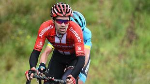 Tom Dumoulin, marcado por Gorka Izagirre, en la segunda etapa del...