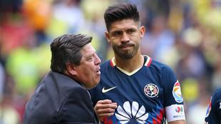 Miguel Herrera y Oribe Peralta en el América