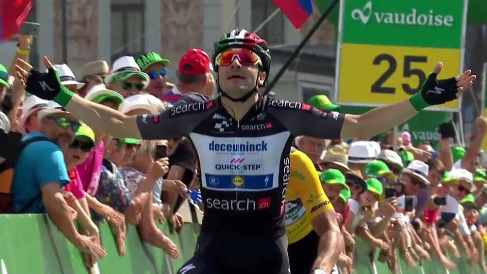 Elia Viviani celebra su segundo triunfo consecutivo en la Vuelta a...