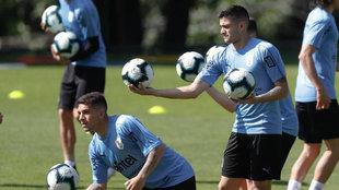 Maxi Gómez, durante un entrenamiento de la selección uruguaya en...