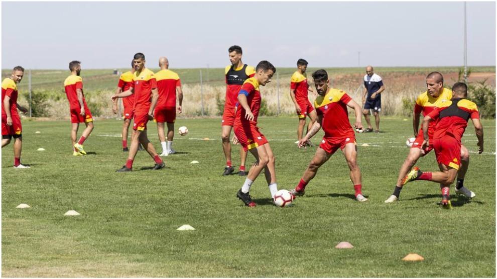 Los jugadores del Extremadura durante un entrenamiento
