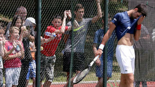Djokovic se seca el sudor